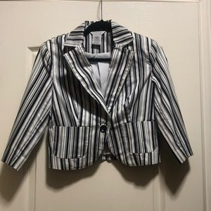 3/$20 🧳 Black & White Stripe Blazer 🧳
